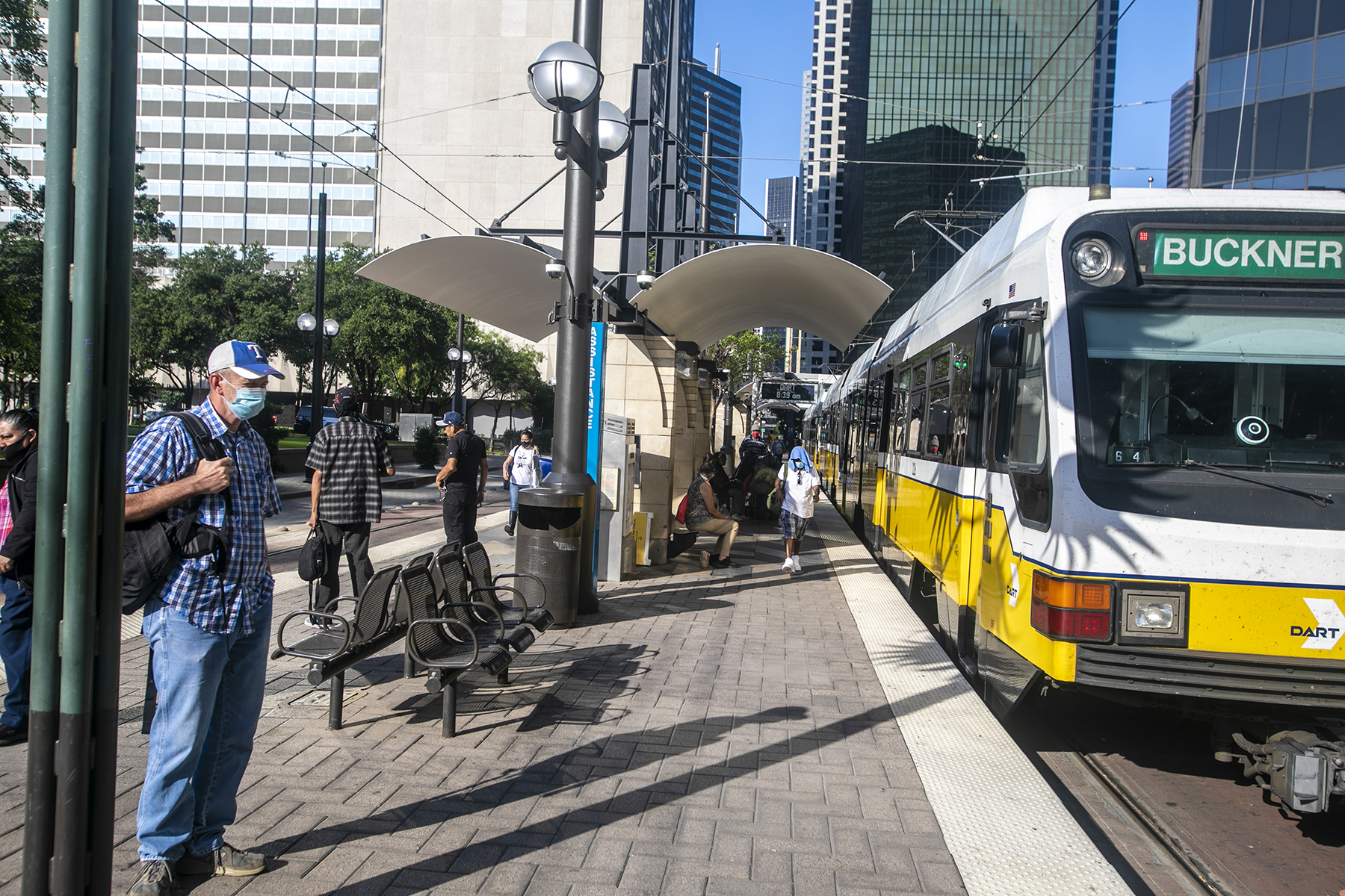 Green Line train stops for passengers at Pearl/Arts District Station.