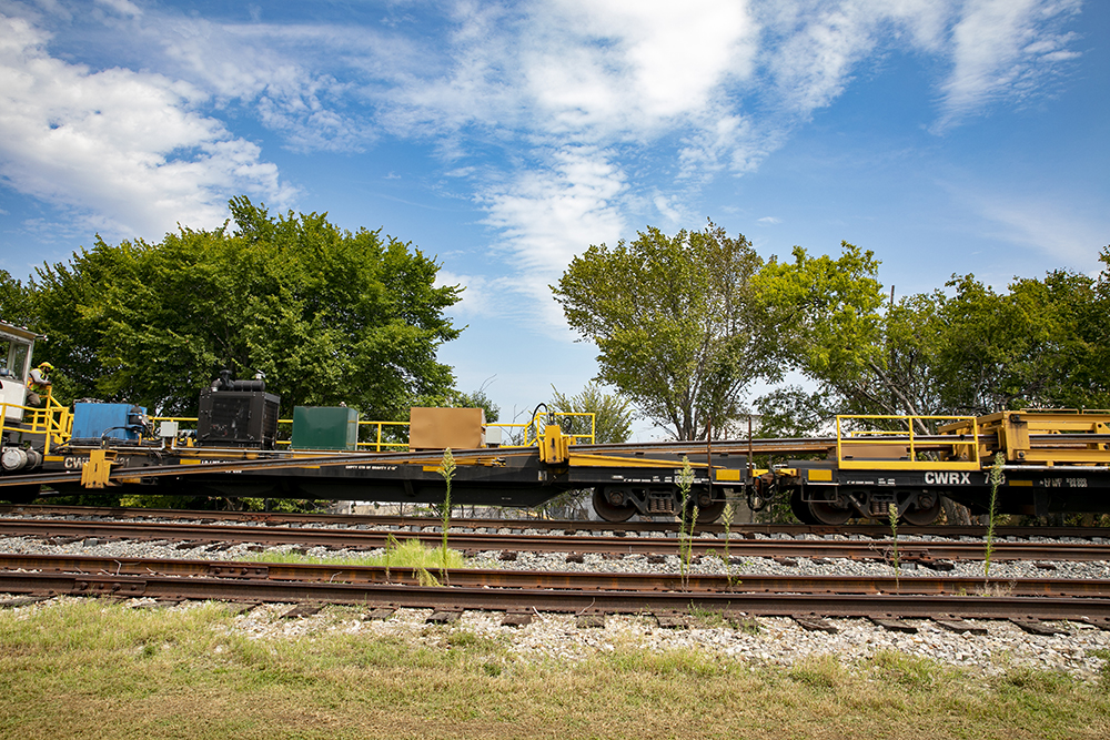 On Thursday, Sept. 17, a special train from Steel Dynamics, Inc. of Indiana, delivered the 1,600 ft. long rails for DART's Silver Line project to a spot between N Avenue and Jupiter Road in Plano, Texas, and off-loaded it adjacent to existing tracks.